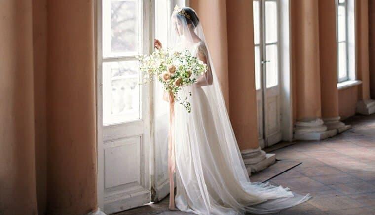 Zarte Brautinspirationen mit geheimnisvoller Raffinesse von Olga Plakitina Photography