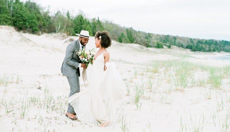 Romantisches Dünen Elopement von Kelly Sweet Photography