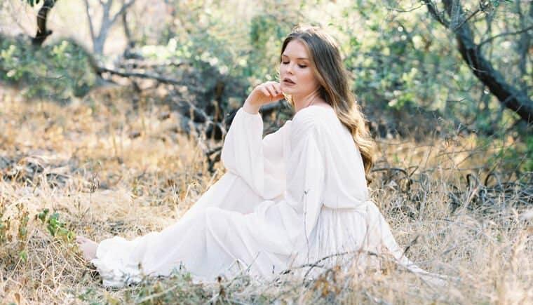 Verträumtes Hochzeits-Picknick im Wald von Lucy Munoz Photography