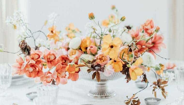 Moderne Hochzeitsinspirationen in Wien von Magnolias on Silk und Anja Schneemann