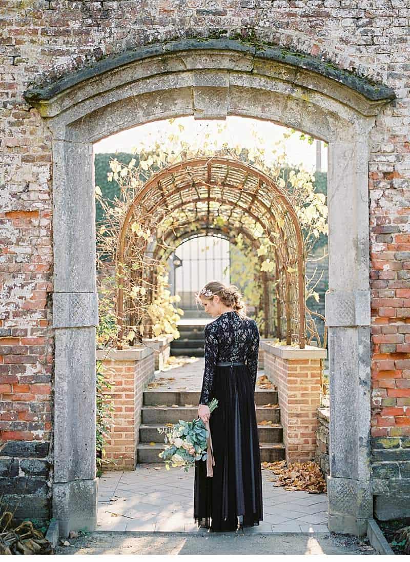european-romance-old-world-styled-shoot_0024