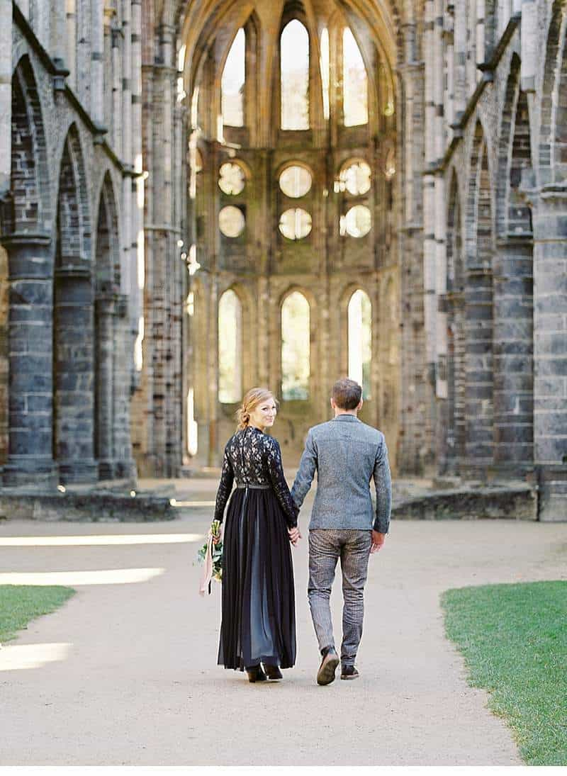 european-romance-old-world-styled-shoot_0025