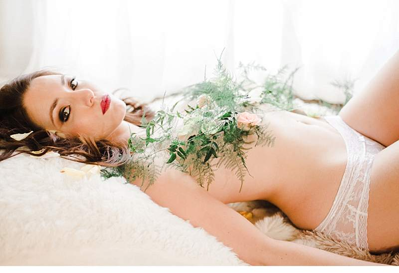 stimmungsvolles-boudoir-shoot-bridal-getting-ready_0005