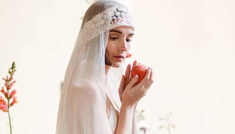Pfirsichfarbene Hochzeitsakzente