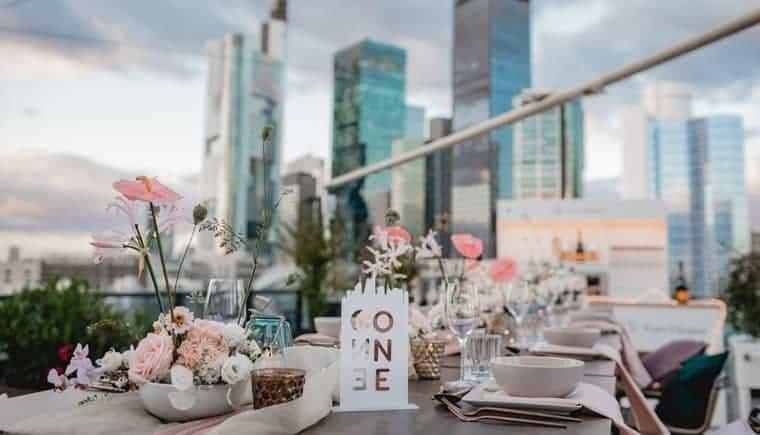 Urbaner Hochzeitsglamour