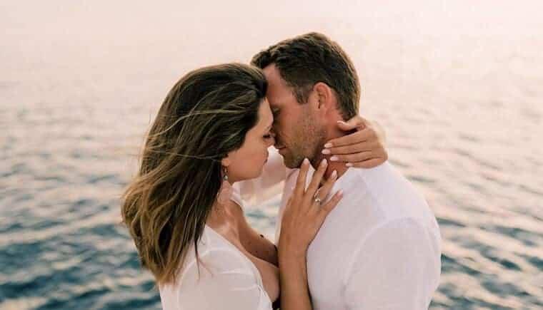 Segelboot Hochzeitstag an Griechenlands Küsten