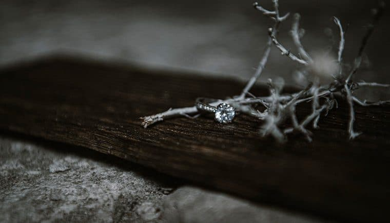 Die Essenz eines Felsens und die Kraft eines Diamanten