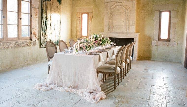 Elegante Hochzeits-Inspirationen in zarten Lilatönen von Jose Villa